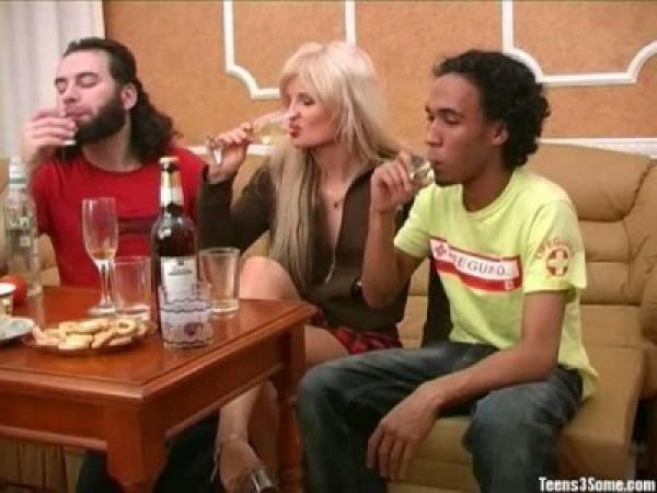 Красивая русская девочка жестоко оттрахана во время пьянки / Kiska (2007) SiteRip