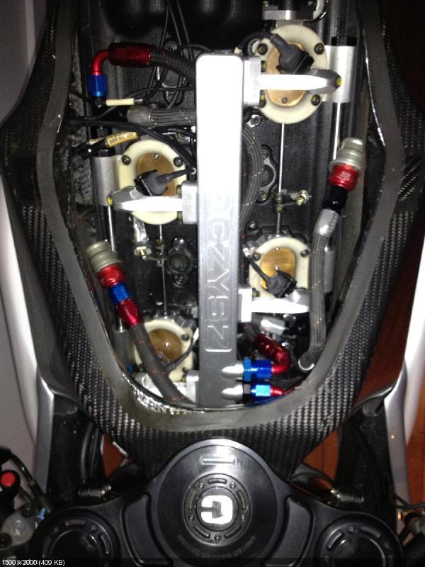 Гоночный мотоцикл MotoCzysz C1 990: вид изнутри