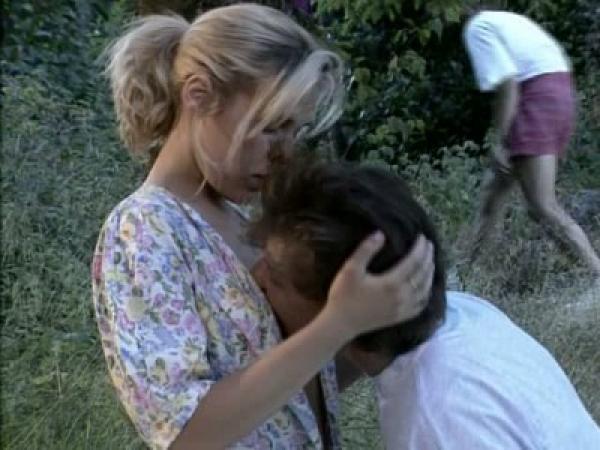 Симпатичную шалаву трахают в глухом лесу (2006) DVDRip